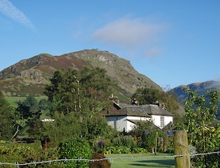 """Helm Crag from Grasmere, picture by Delmonti"""