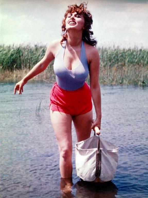 """""""Sophia Loren in Valli di Comacchio in the film 'La Donna del Fiume'"""""""