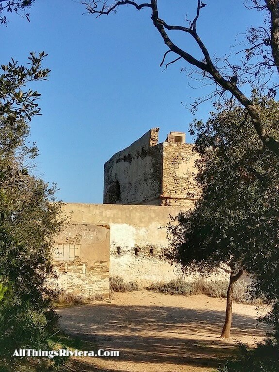 """seeing castle ruins when hiking or biking in Porquerolles"""