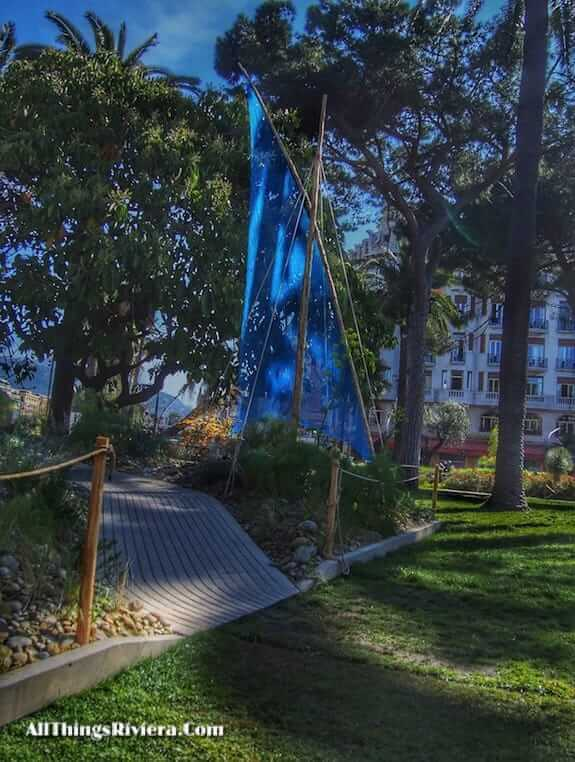 """blue sail in Nice garden offering for the inaugural Festival des Jardins"""