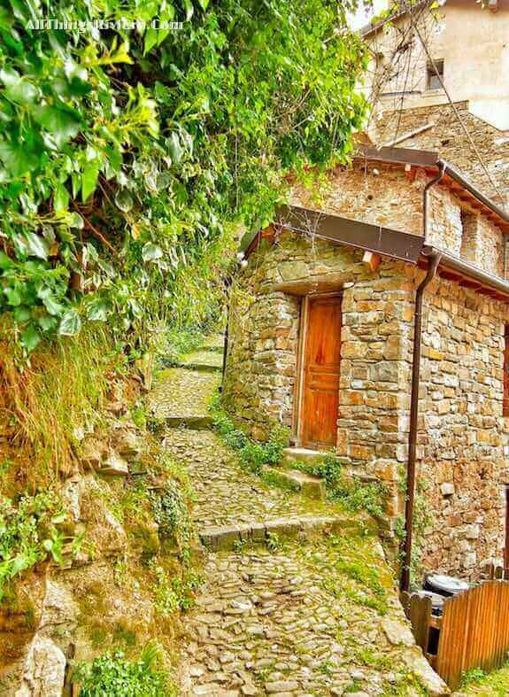 """a lovely spring hike in Apricale starts here"""