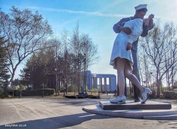 """The Kiss by sculptor Seward Johnson - Fame of Bastogne"""