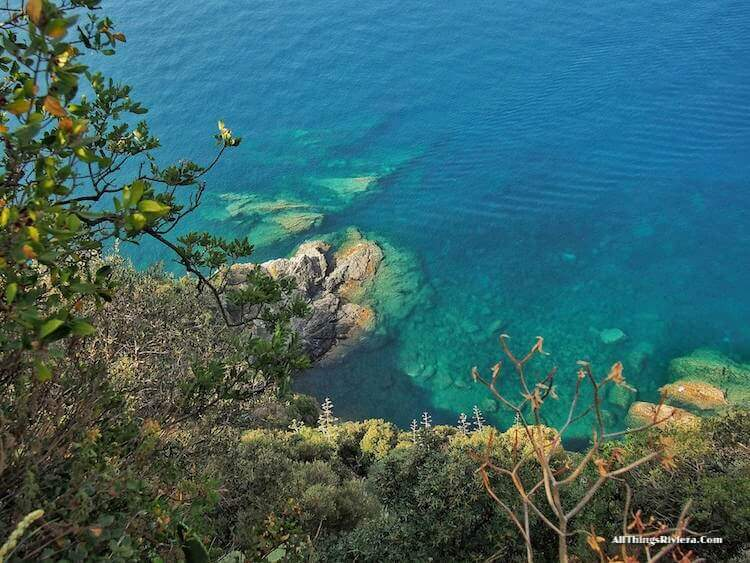 The sea along the trail - tips for Easy Hiking Experience in Cinque Terre""